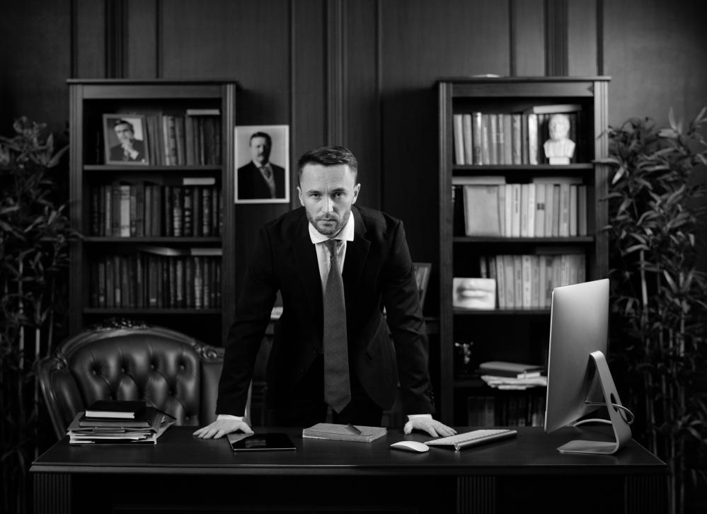 przedstawiciel KRD w biurze